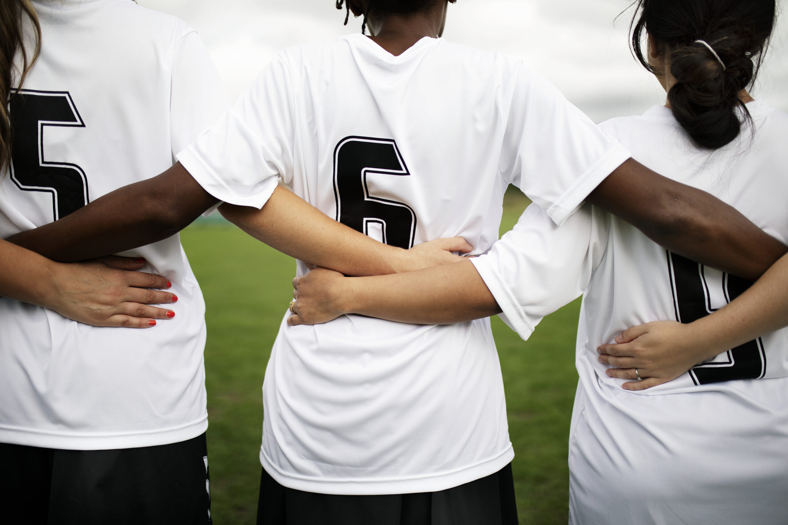 female-soccer-players-huddling-and-standing-togeth-AEWQX4B